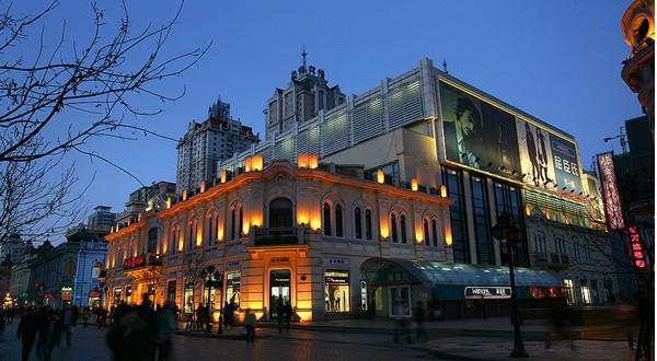 欧洲风格满布中央大街的欧式建筑,五步一典,十步一观.