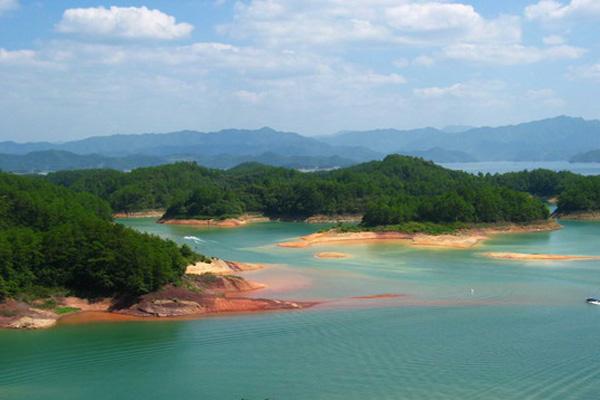 """有""""鱼跃千岛湖"""",""""水下金字塔""""等奇特景观"""