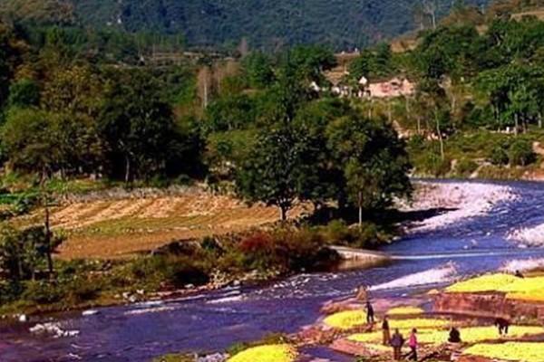 宝泉风景区位于辉县市西南,面积逾70平方公里.