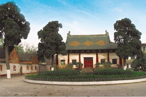 景区以生态观光旅游为主,辅之以多角度展示中华民族的历史文化,宗教