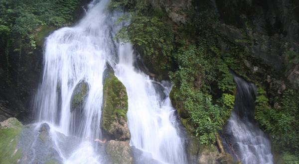 壁纸 风景 旅游 瀑布 山水 桌面 600_330