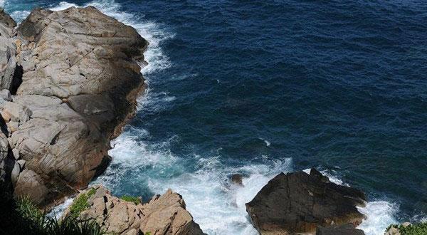 分界洲岛位于海南省陵水与万宁交界的海中