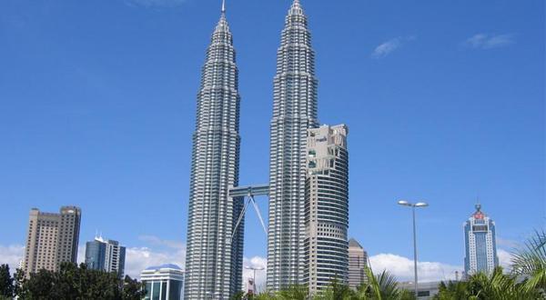 双子塔内有全马来西亚最高档的商店