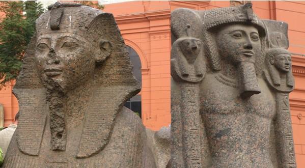 额上还塑有象征上下埃及统治者的兀鹰和图片