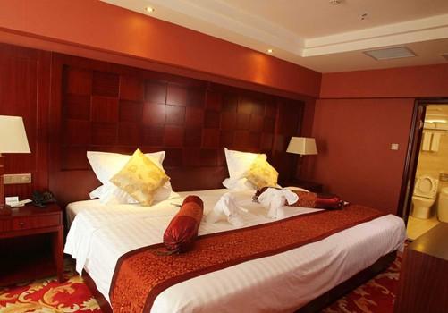 三亚夏威夷大酒店坐落在闻名遐迩的三亚大东海国家旅游区,毗邻鹿