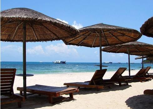 大东海,距沙滩仅300米;到机场约30分钟车程;距三亚免