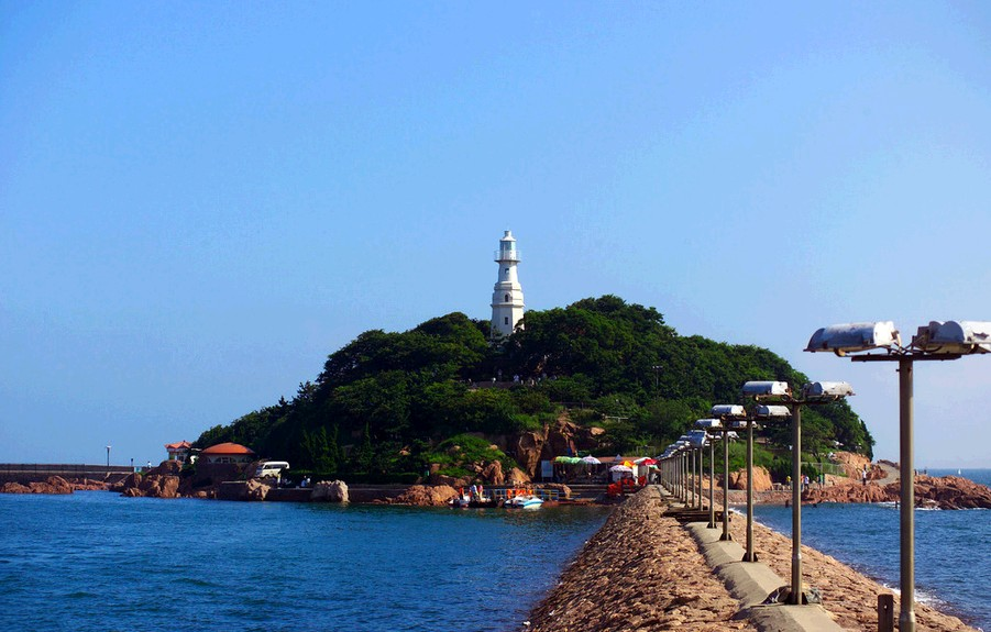 小青岛最显眼的景致是最高处矗立的